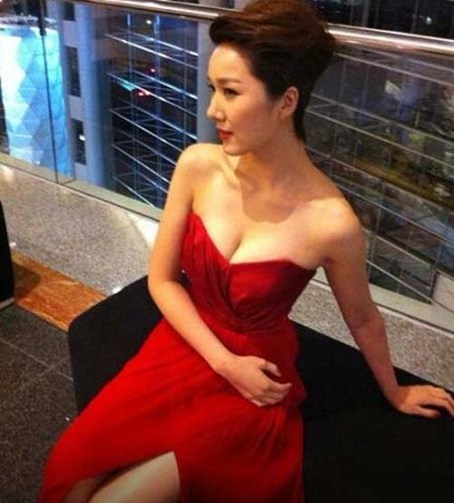 Cô vợ Hoa hậu nóng bỏng của tài tử vừa lùn vừa xấu trai nhất Hong Kong - 6