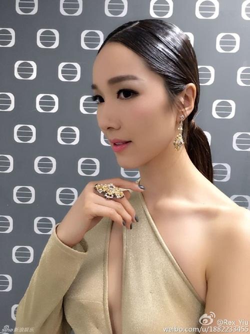 Cô vợ Hoa hậu nóng bỏng của tài tử vừa lùn vừa xấu trai nhất Hong Kong - 12