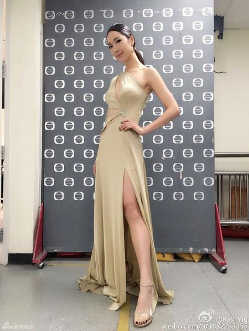 Cô vợ Hoa hậu nóng bỏng của tài tử vừa lùn vừa xấu trai nhất Hong Kong - 13