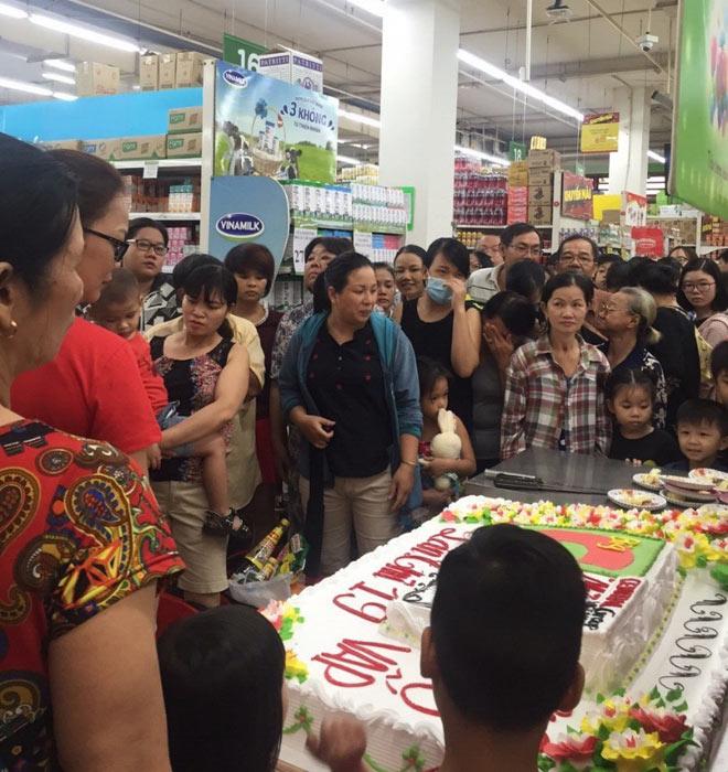 Vì sao hàng ngàn người đổ xô mua sắm tại Big C? - 4