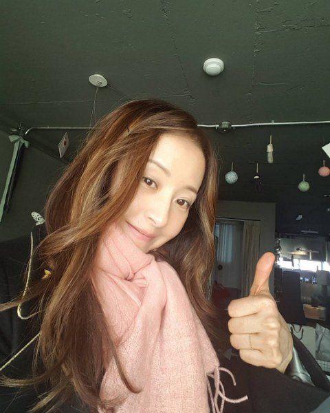 """Trẻ như gái son, mỹ nhân U60 xứ Kim chi bị gán mác """"ma cà rồng"""" - 3"""