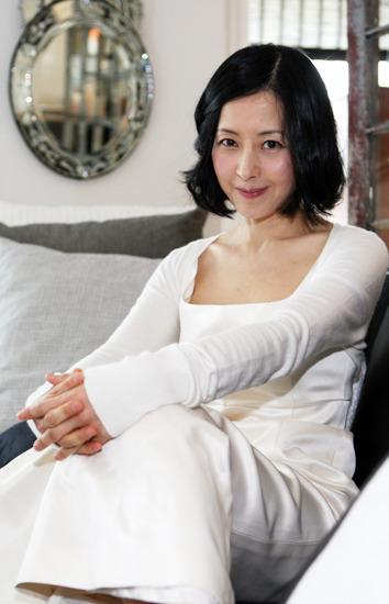 """Trẻ như gái son, mỹ nhân U60 xứ Kim chi bị gán mác """"ma cà rồng"""" - 10"""