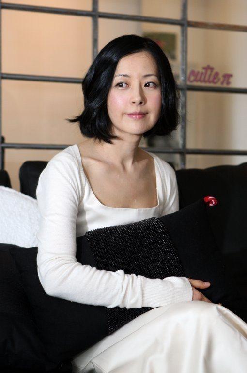 """Trẻ như gái son, mỹ nhân U60 xứ Kim chi bị gán mác """"ma cà rồng"""" - 11"""
