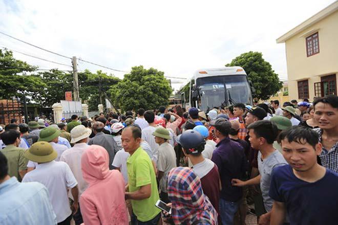 Tranh cãi khi tuyển bóng chuyền nữ Việt Nam về làng đấu đội nam - 1