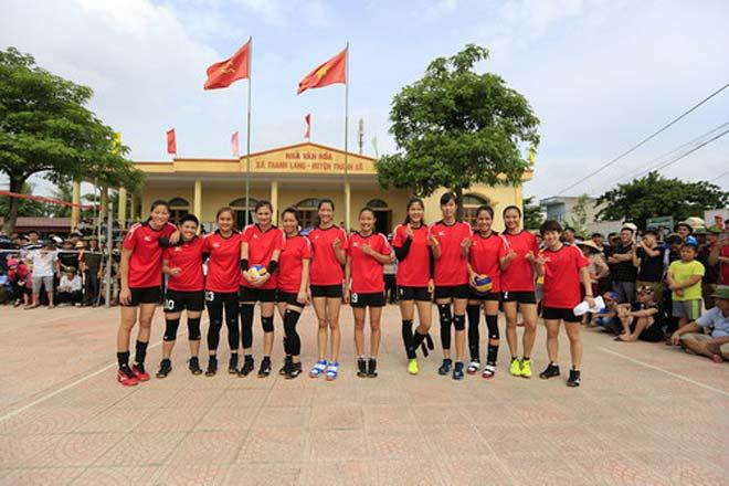 Tranh cãi khi tuyển bóng chuyền nữ Việt Nam về làng đấu đội nam - 2