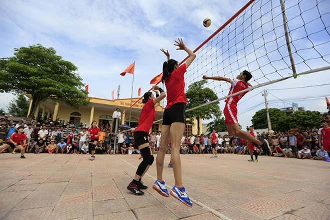Tranh cãi khi tuyển bóng chuyền nữ Việt Nam về làng đấu đội nam - 3