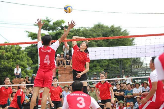 Tranh cãi khi tuyển bóng chuyền nữ Việt Nam về làng đấu đội nam - 5