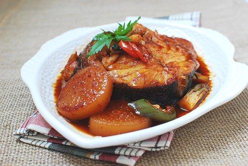 Cách nấu cá tuyết kho củ cải vét sạch nồi cơm - 1