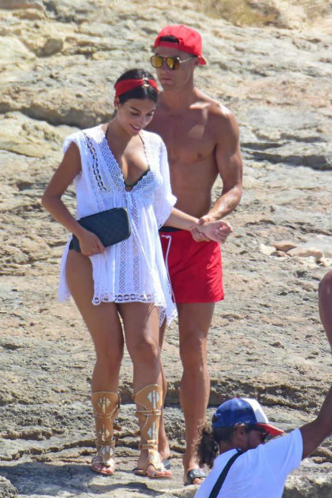 """Ronaldo thuê đẻ sinh đôi, bị cựu Hoa hậu Mỹ """"mắng"""" thậm tệ - 3"""