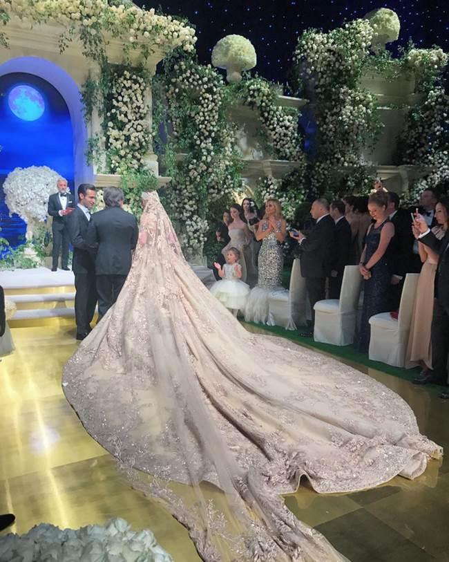 Váy cưới 227 tỷ đẹp như giấc mơ của con gái tỷ phú dầu khí Nga - 3