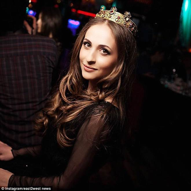 Váy cưới 227 tỷ đẹp như giấc mơ của con gái tỷ phú dầu khí Nga - 13