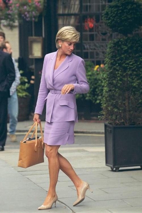 """6 lần công nương Kate """"mượn"""" quần áo của mẹ chồng Diana - 1"""