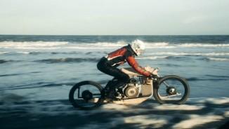Độc đáo môtô khung gỗ, chạy bằng dầu tảo
