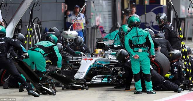 Video đua xe F1, British GP: Bi kịch nổ lốp và kẻ thống trị - 1