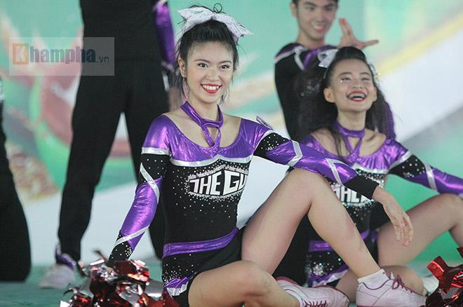 Dàn nữ sinh khoe tài sắc tại giải thể dục TPHCM 2017 - 2