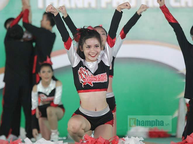 Dàn nữ sinh khoe tài sắc tại giải thể dục TPHCM 2017 - 3