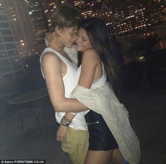 Mới 19 tuổi đã hẹn hò dàn chân dài này, Justin Bieber nước Úc bị gọi là trai hư - 7
