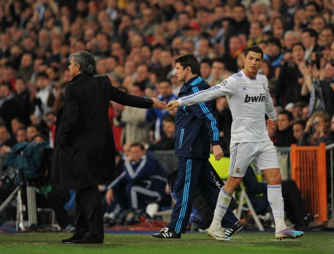 Mourinho giải lời nguyền số 7 MU: Phế bỏ Ronaldo, lập mưu cuỗm Sanchez - 1