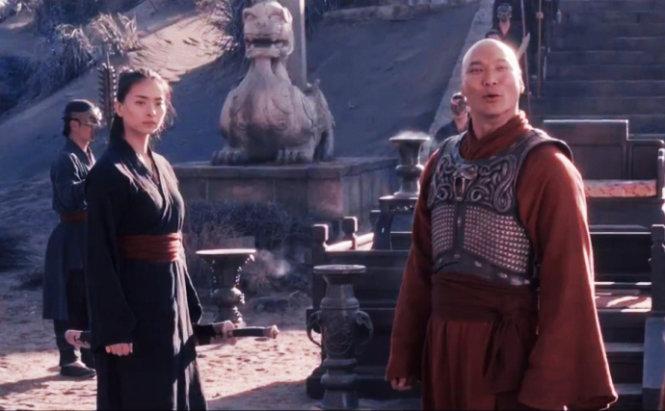 """""""Mỹ nhân Việt khỏa thân tắm mưa"""" lại gây sốt trong phim Hollywood - 9"""