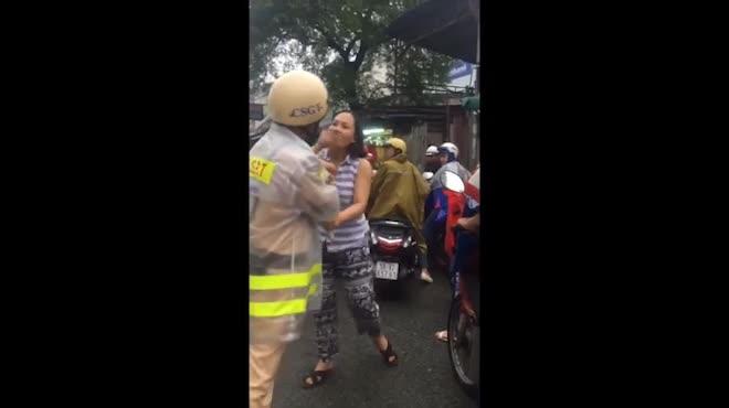 Thông tin mới vụ nữ tài xế thóa mạ CSGT khi bị nhắc chạy sai làn