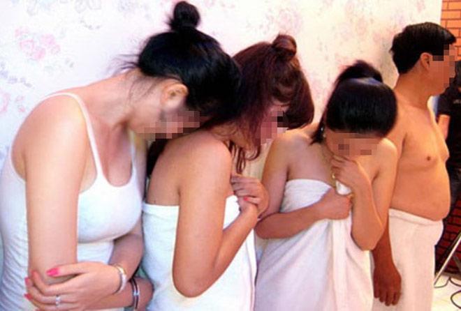 Triệt phá gần 100 ổ mại dâm tại Hà Nội - 1