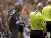 """MU thắng nhọc: Mourinho """"cãi"""" trọng tài khiến Valencia bị đuổi"""