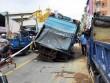 """Giải cứu xe rác bị """"hố tử thần"""" nuốt ở trung tâm Sài Gòn"""