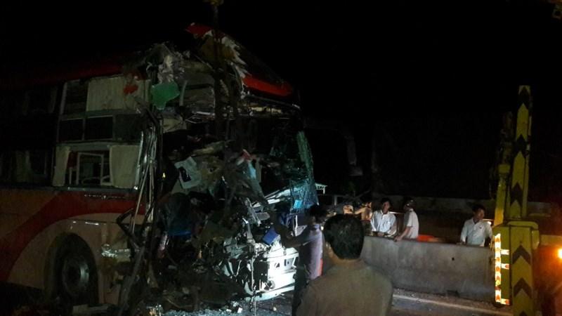 Kinh hoàng: 3 xe giường nằm tông nhau, 20 người thương vong - 3