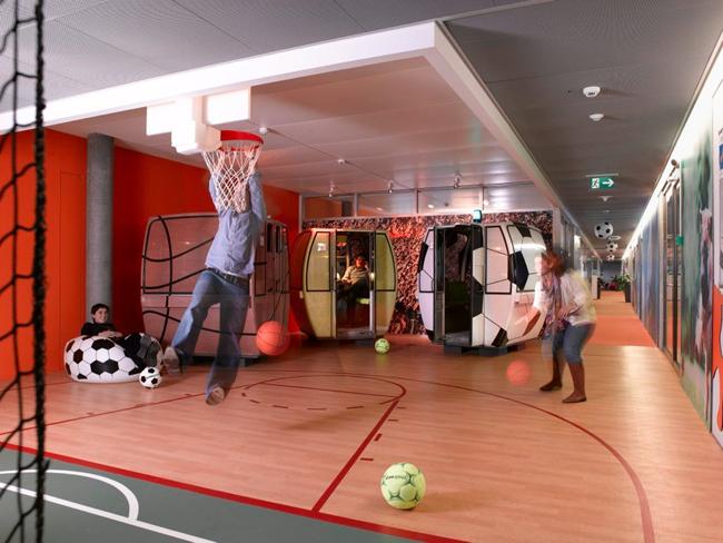 Không gian giải trí bố trí khắp văn phòng để các nhân viên có thể xả stress mọi lúc, mọi nơi.