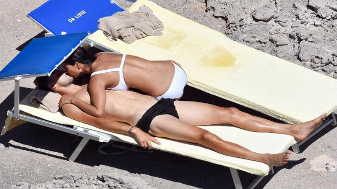 """""""Bồ già"""" diện bikini rực lửa, ôm hôn """"Tiểu Federer"""" say đắm - 3"""