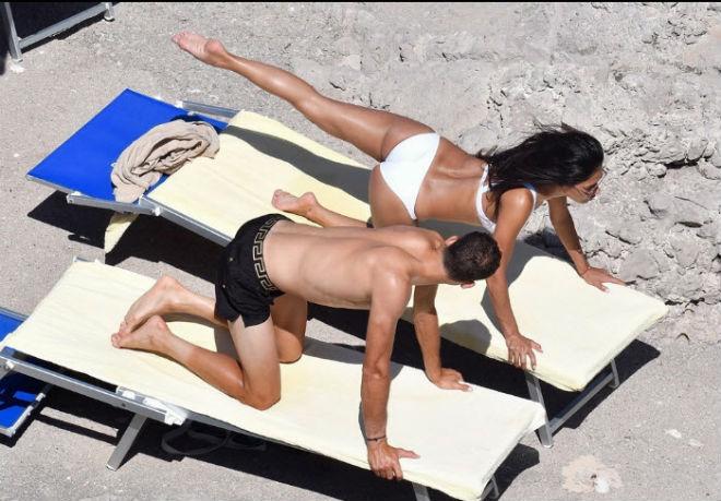 """""""Bồ già"""" diện bikini rực lửa, ôm hôn """"Tiểu Federer"""" say đắm - 5"""