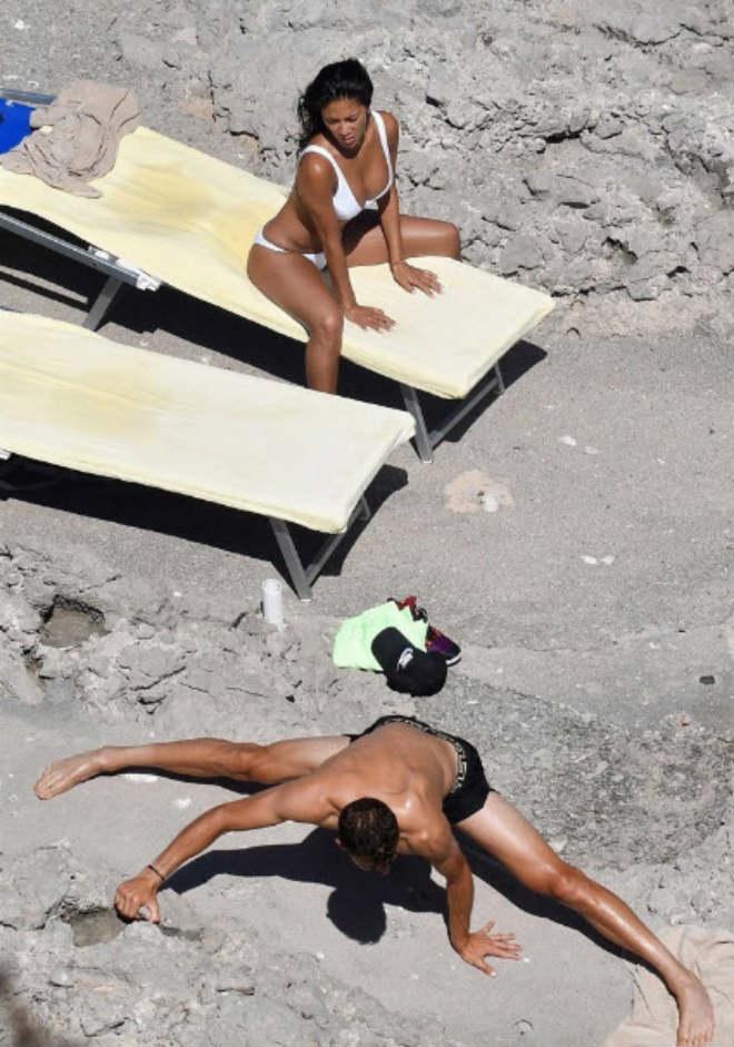 """""""Bồ già"""" diện bikini rực lửa, ôm hôn """"Tiểu Federer"""" say đắm - 7"""