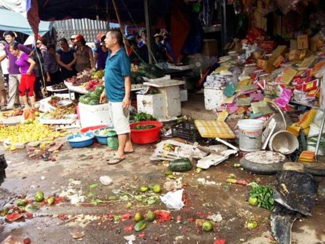 Xe biển xanh lao vào chợ, 1 người chết, 3 người bị thương - 1