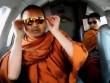 Vì sao các nhà sư Thái Lan ăn chơi không sớm bị ngăn cản?