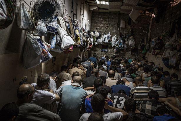"""Cảnh nhồi khủng bố IS đến """"không thở được"""" trong tù Iraq - 4"""