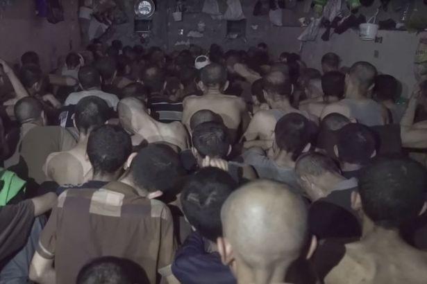 """Cảnh nhồi khủng bố IS đến """"không thở được"""" trong tù Iraq - 1"""