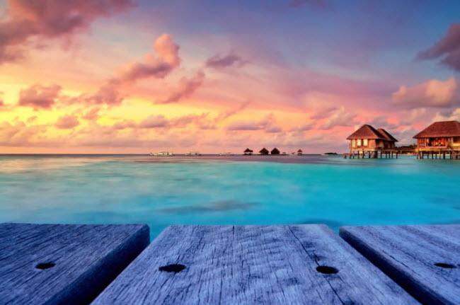 Maldives: Tại đây, du khách có thể thức dậy và thấy rùa biển, cá, những rạn san hô nhiều màu sắc ngay ngoài phòng ngủ.
