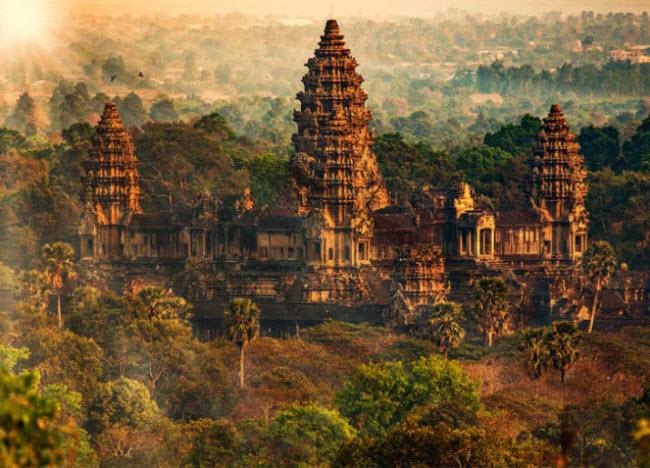 Đền Angkor Wat, Campuchia: Là một trong những công trình kiến nổi tiếng nhất thế giới, khu đền đạo Hindu được xây dựng trong rừng ở Siem Reap từ thế kỷ thứ 9.