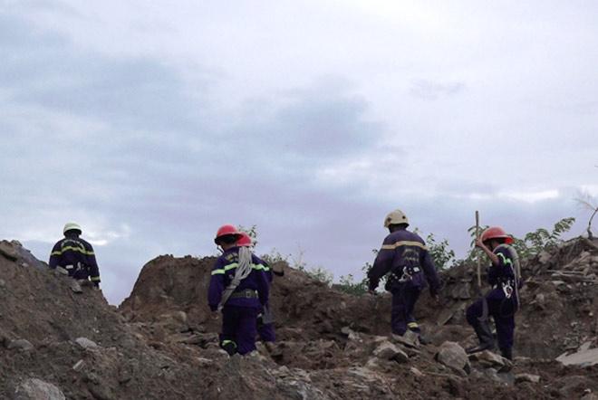 Hơn 6 giờ nghẹt thở giải cứu nạn nhân mắc kẹt trong rừng sâu - 2