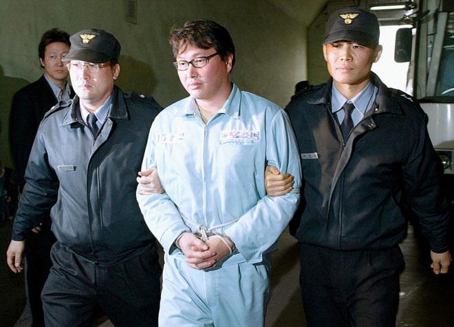 """Trong tù, """"ông lớn"""" Hàn Quốc vẫn """"hô mưa gọi gió"""" - 1"""