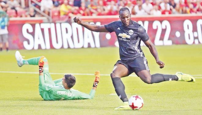"""""""Bom tấn"""" của MU - Mourinho: Lukaku mong manh, Lindelof dễ xịt - 1"""