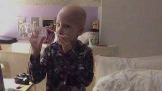 Đây là cách chiến đấu với ung thư của cô bé 7 tuổi
