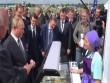 Video: Hành động bất ngờ của Putin khi thấy quầy bán kem