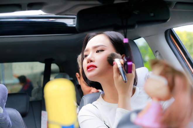 """""""Sếp nữ"""" Miu Lê nhí nhảnh bên Hoa hậu làng hài Việt - 8"""