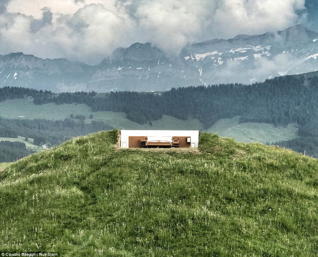 Lạ lùng khách sạn không có gì ngoài giường trên núi Alps - 2