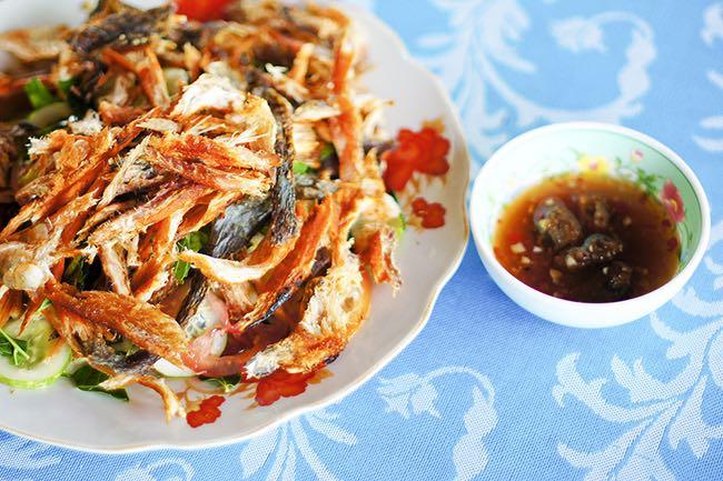 Dưới đây là danh sách top 100 món ăn, đặc sản tiêu biểu của Việt Nam được Tổ chức Kỷ lục Việt Nam - Vietkings lựa chọn. Gỏi Sầu đâu khô cá lóc An Giang (ảnh).