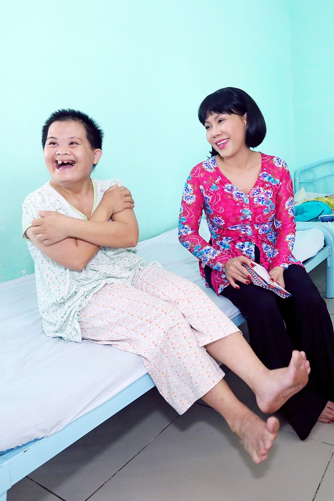 Việt Hương khóc nghẹn khi được chồng thể hiện tình cảm trên truyền hình - 11