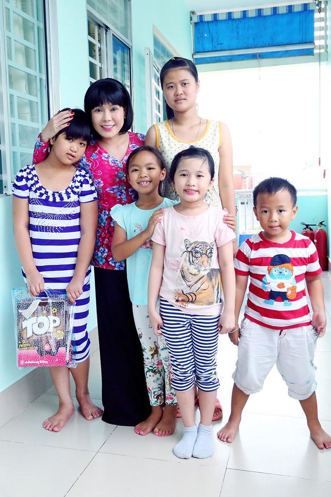 Việt Hương khóc nghẹn khi được chồng thể hiện tình cảm trên truyền hình - 12