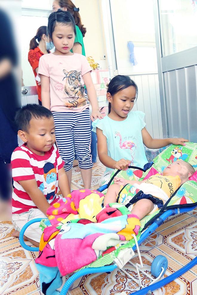 Việt Hương khóc nghẹn khi được chồng thể hiện tình cảm trên truyền hình - 14