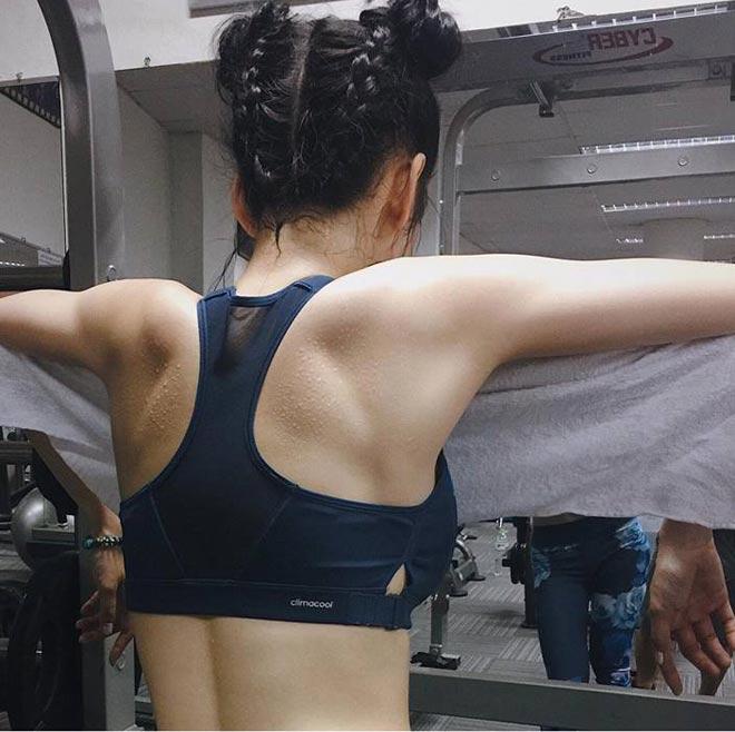 """Angela Phương Trinh tái xuất khoe 3 vòng """"bỏng mắt"""" ở phòng tập - 2"""